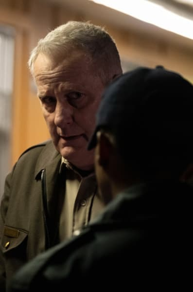 Tracking Clues - American Rust Season 1 Episode 2