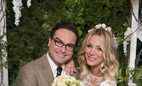 Mr. and Mrs. Hoftstadter - The Big Bang Theory Season 10 Episode 1