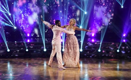 Jennie Finch Daigle in Pink - Dancing With the Stars: Athletes Season 26 Episode 3
