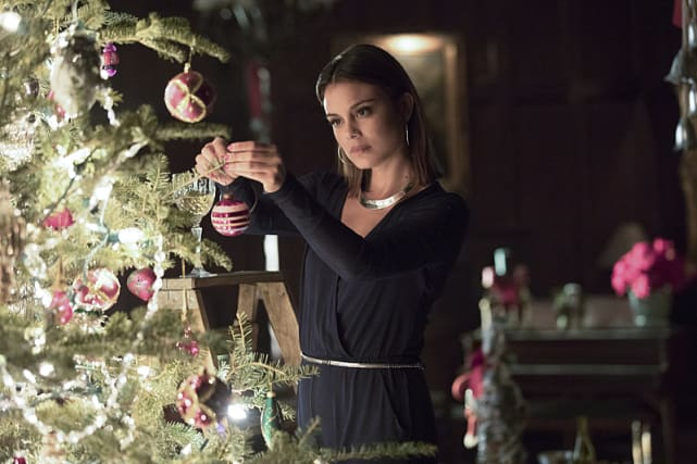 Deck the Halls - The Vampire Diaries Season 8 Episode 7