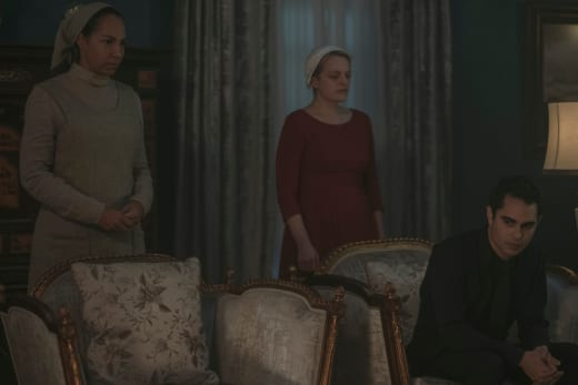 This is Awkward - The Handmaid's Tale Season 2 Episode 5