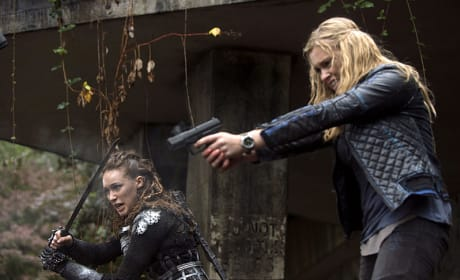 Choose Your Weapon - The 100 Season 2 Episode 10