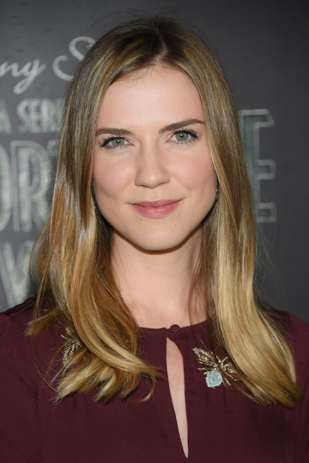 Sara Canning Attends Screening of A Series of Unfortunate Events