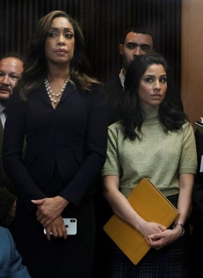Las Reinas - Tall  - Pearson Season 1 Episode 4