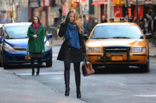 Serena and Blair in the Street