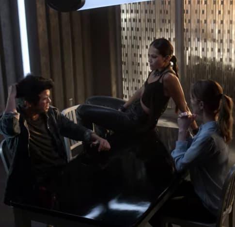 Maze et Chloe Interrogation - Lucifer Saison 5 Episode 1