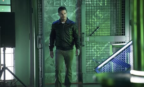 Oliver in Verdant - Arrow Season 3 Episode 16