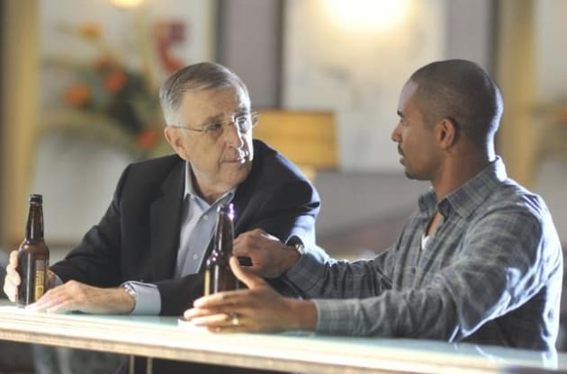 Brent Musburger on Happy Endings