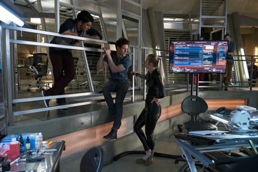 Hanging Around - Stitchers Season 3 Episode 3