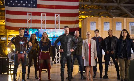 The Whole Crowd - DC's Legends of Tomorrow Season 2 Episode 7