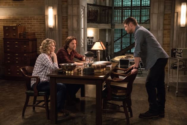 Sam, Dean and Mary map out a plan - Supernatural Season 12 Episode 23