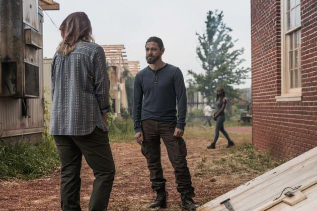 Having A Chat - The Walking Dead Season 9 Episode 2