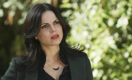 Regina... the Savior? - Once Upon a Time Season 5 Episode 2