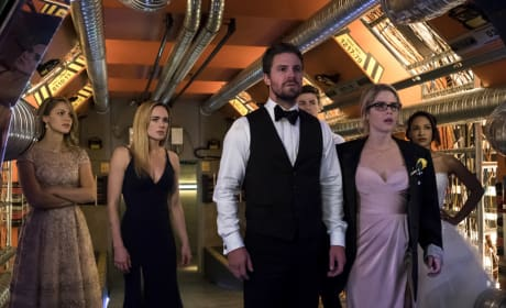 Who Just Arrived - Arrow Season 6 Episode 8