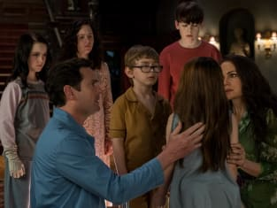 Comforting Nell - The Haunting of Hill House Season 1 Episode 6