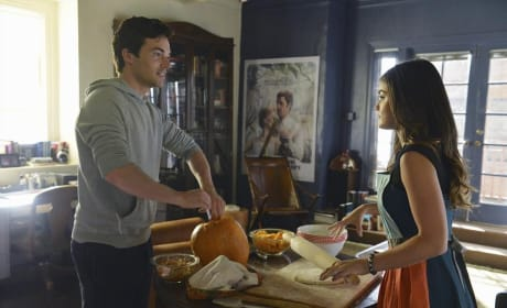 Cleaning the Pumpkin - Pretty Little Liars Season 5 Episode 12
