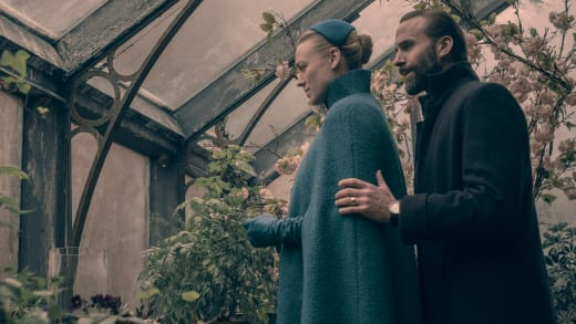 Flinching with the Commander - The Handmaid's Tale Season 2 Episode 9