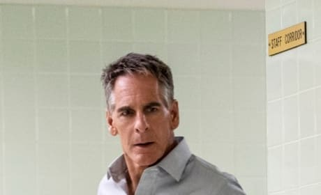 Quietly Searching - NCIS: New Orleans Season 5 Episode 6