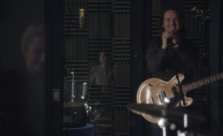 Avery performing in the studio - Nashville Season 5 Episode 8