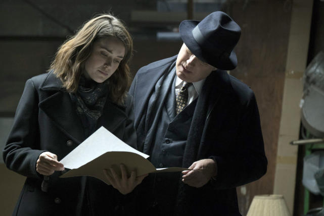 Red and Liz decide to read - The Blacklist Season 4 Episode 16