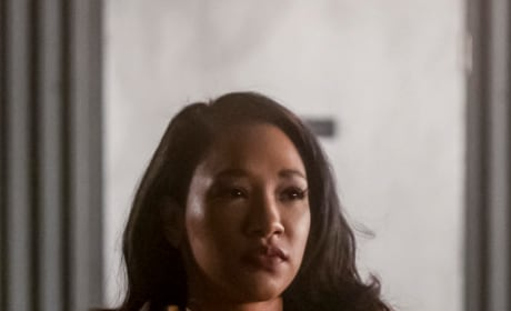 Iris In The Distance - The Flash Season 5 Episode 14