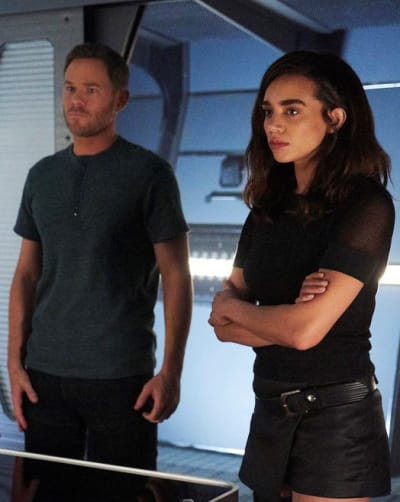 A Traitor Among Them -- Tall - Killjoys Season 5 Episode 3