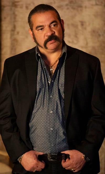 Pote Has Important News - Queen of the South Season 4 Episode 3