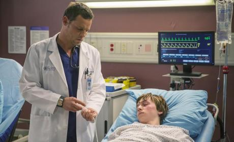 Here to Help - Grey's Anatomy Season 11 Episode 9