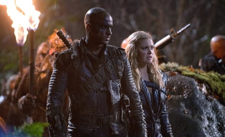 Lincoln and Clark Stand By - The 100 Season 2 Episode 15