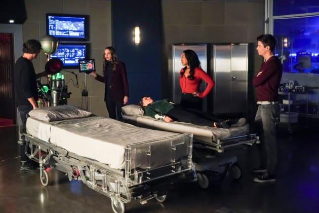 Team Flash Worries For Nora - The Flash Season 5 Episode 12