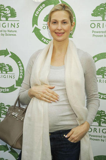 A Pregnant Kelly Rutherford