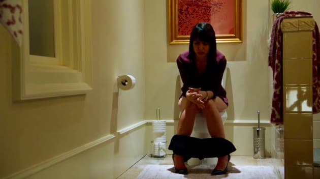 UR_303 Quinn on the toilet crying - UnREAL Season 3 Episode 3
