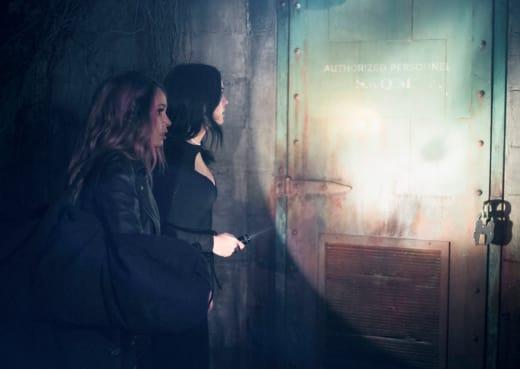 Investigating The Truth - Riverdale Season 2 Episode 17
