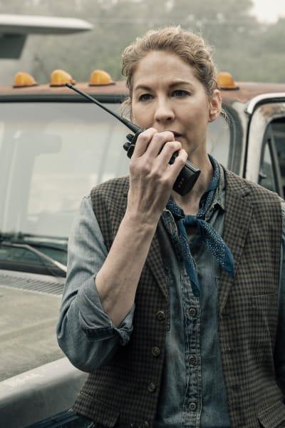 June Searches for John - Fear the Walking Dead Season 5 Episode 7