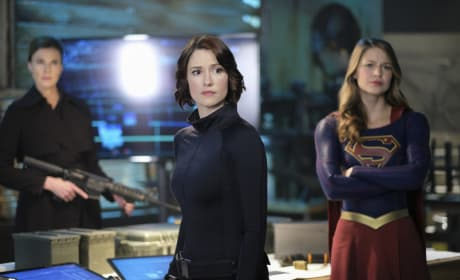 Preparing for Battle - Supergirl Season 2 Episode 21