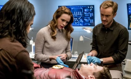 The Flash Photos: Barry's Injured!