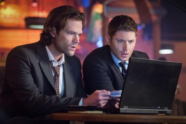 Watching the big game - Supernatural Season 12 Episode 11