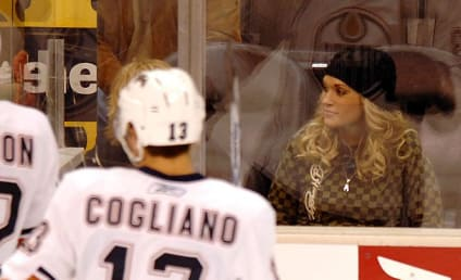 American Idol Picture of the Day: Carrie Underwood, Hockey Fan