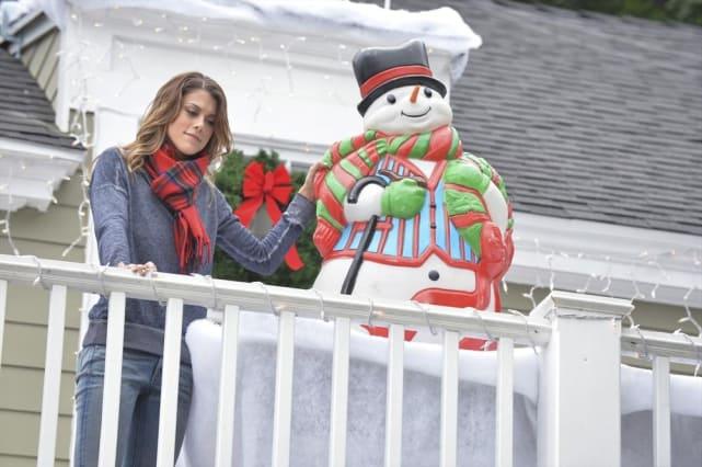 Paige the Christmas Elf - Pretty Little Liars Season 5 Episode 12