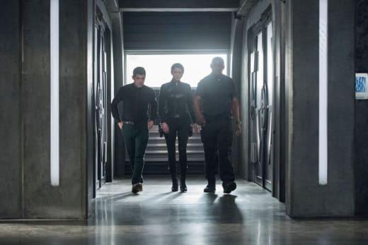 Guns on the Streets - Supergirl Season 3 Episode 21