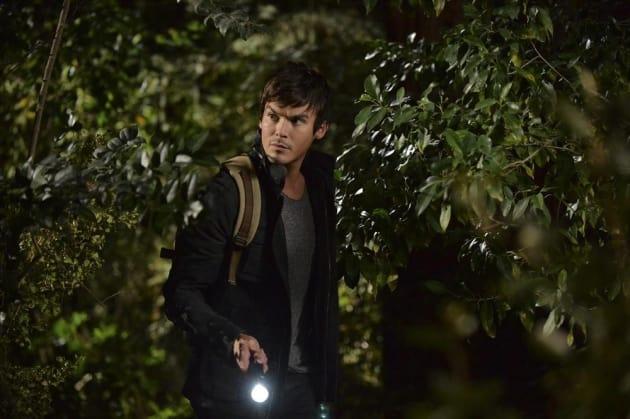 Flashing the Light - Pretty Little Liars Season 5 Episode 15
