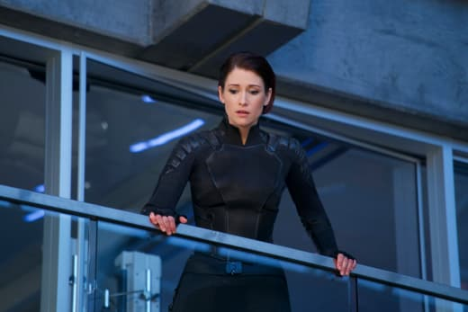 Looking Concerned - Supergirl Season 3 Episode 22