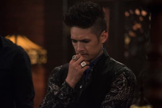 Did Magnus Come Up With The Plan? - Shadowhunters Season 3 Episode 8