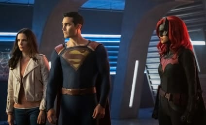 Arrowverse Crossover Delayed to 2021, Will Span Just Two Shows