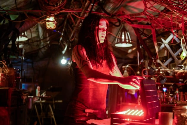 Confronting Her Past - The 100