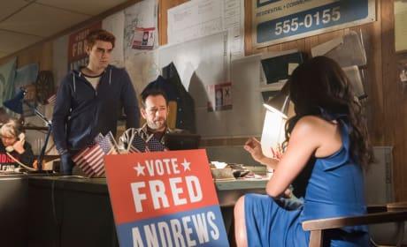Losing The Polls - Riverdale Season 2 Episode 22