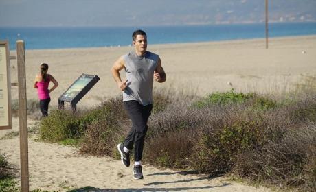 Running Away - Revenge Season 4 Episode 15