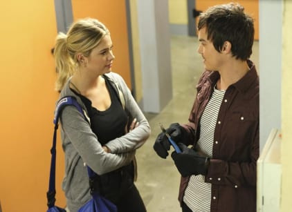 Watch Pretty Little Liars Season 5 Episode 17 Online
