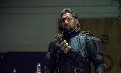"Arrow Photos from ""Deathstroke Returns"""