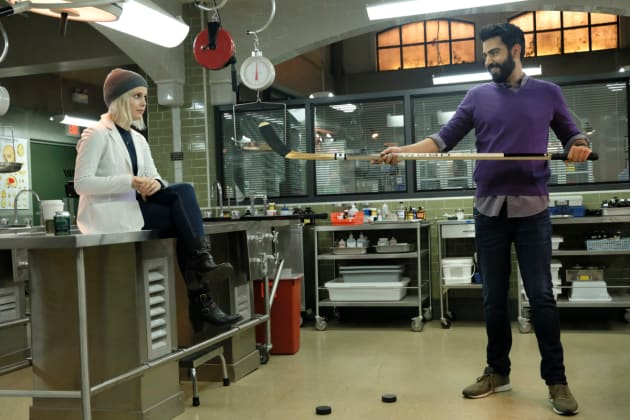 Hit Me with Your Best Shot - iZombie Season 4 Episode 5